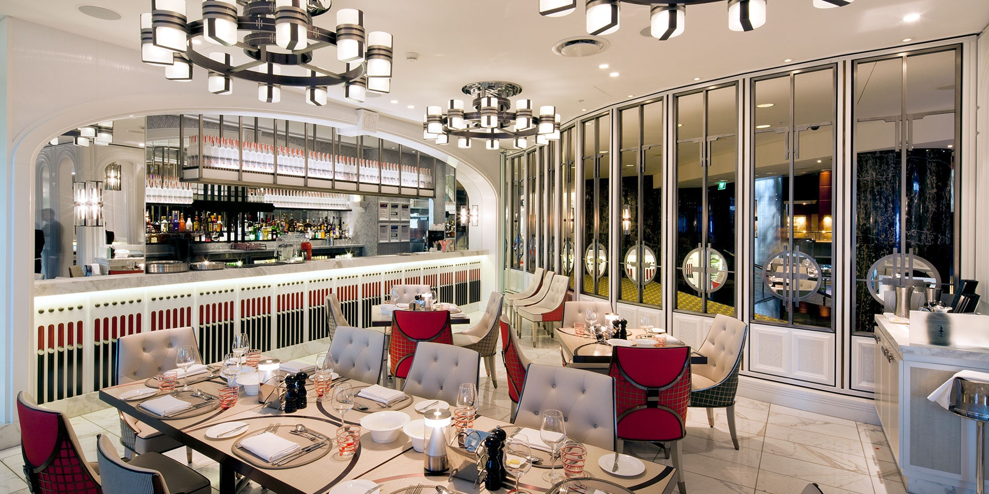 Slim LED strip in application, installed in the Conservatory Brasserie in Melbourne. Primo X2 with an IP68 rating was also IP rated used in the food display which made it possible to submerse the installation inside the ice trough.