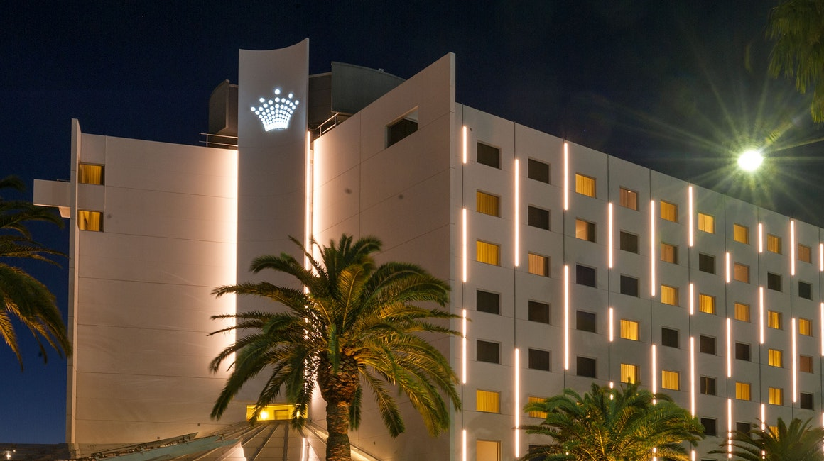 Crown Promenade Hotel features Beam high-powered linear luminaires mounted on the façade. Beam at 80W per meter provides striking vertical marker illumination, visible from afar.