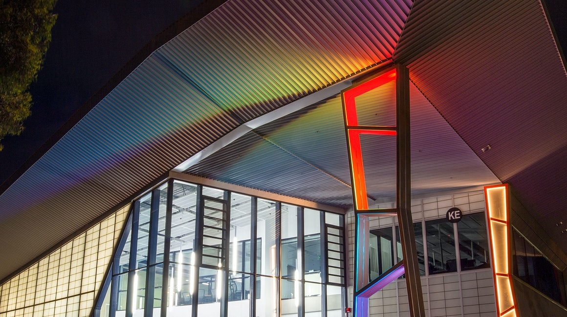 Spectrum RGB strip forms and envelops the hero column of the Deakin Cadet building. The warm tones of the other columns, provided by Multo, provide a warm and inviting atmosphere and connection to the space.