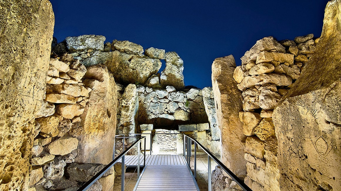 Ġgantija temples, built during the Neolithic Age (c. 3600-2500 BC), are illuminated using high-power linear luminaires.