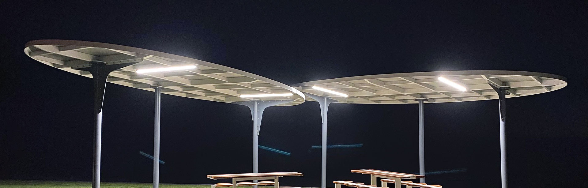 Max Mini UG is a compact and understated linear architectural luminaire. At 36.5x30mm in size and available in various lineal lengths, Max Mini UG is offered with a uniform glowdiffuser where no LEDs are visible along the length of the luminaire.
