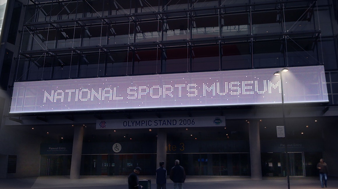 High-power linear projectors evenly illuminate the front banner sign, which is 30m long and3m high. Installation is maintenance-free and installed in a carefully selected location to minimize glare.