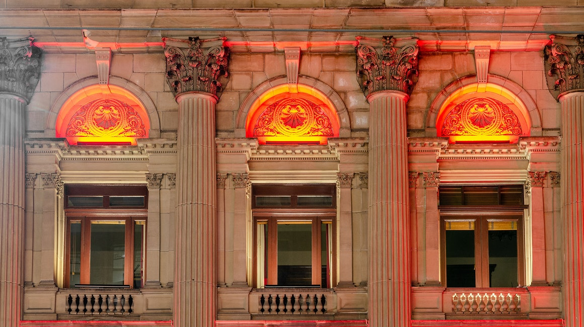 Illuminating the cultural and architectural centrepiece of the city is Coolon's Latitude luminaire. The Melbourne Town Hall is crowned by rich & vibrant colours, accentuating the natural beauty of the building.
