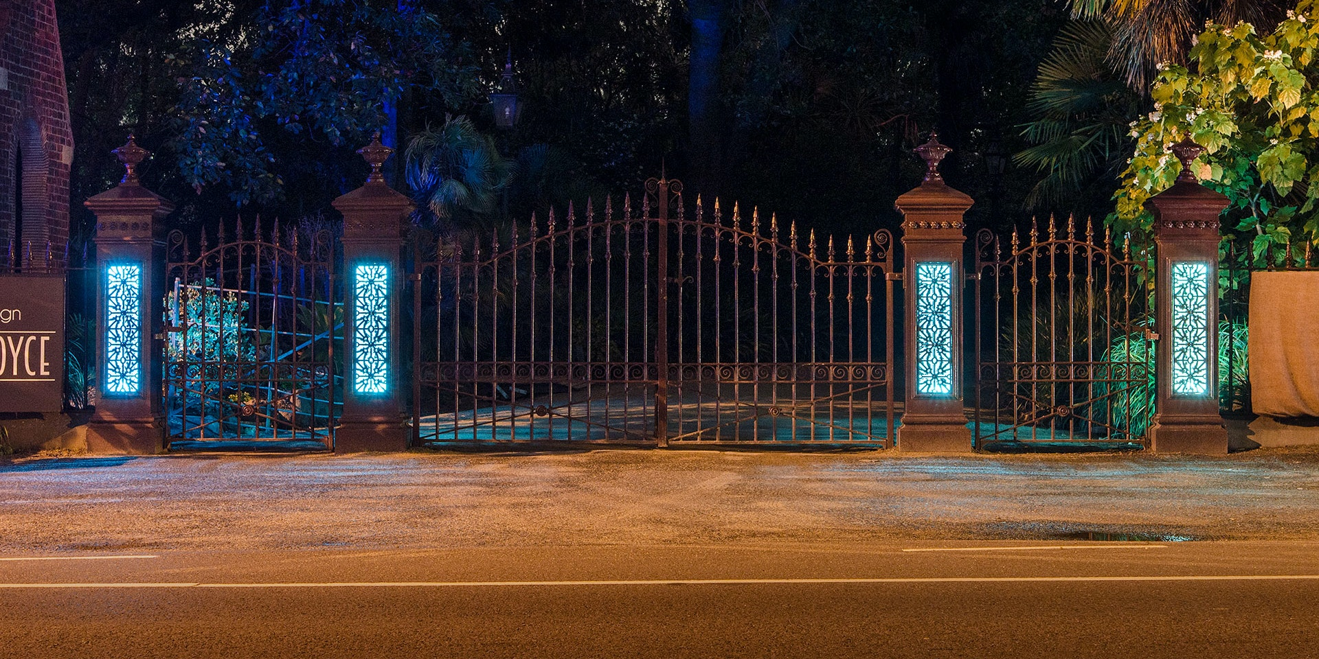 Latitude luminaires dot the Hawthorn Road entrance and Spectrum backlights 6 wrought iron pillars at the entrance.