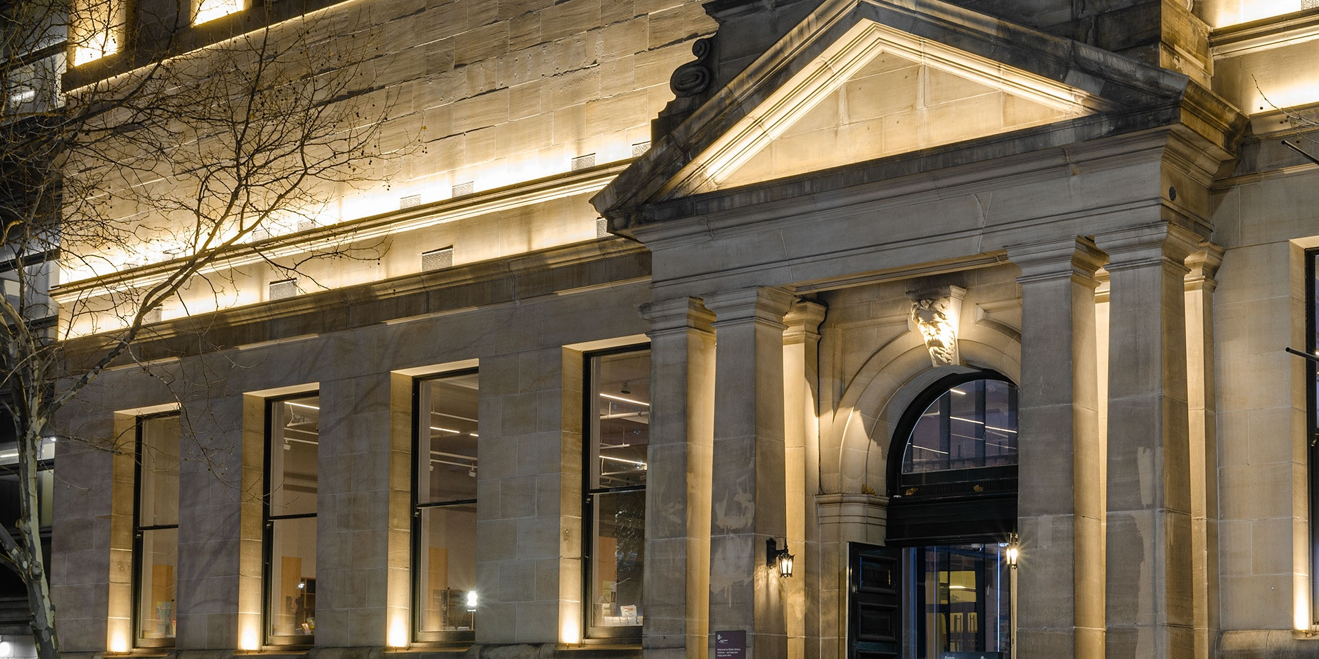 Max Mini IP LED luminaire in application. Discreet Max Mini IP linear floodlights highlight the façade at Melbourne State Library of Victoria.View from the front, the facade is let up.