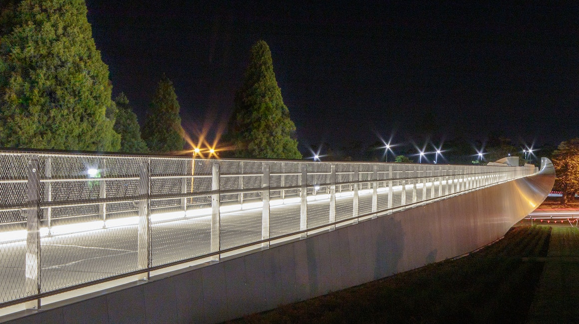 Max Mini UG IP linear markers are discreetly positioned to give a gentle glow to the 200-metre-long Bridge of Remembrance in Tasmania.
