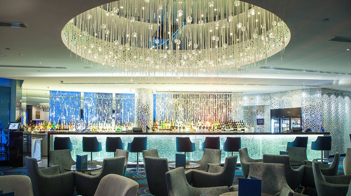 Located in Tweed Heads NSW, the Twin Towns bar is enriched by Coolon's Aris Luminaire with oval optics and supplied with 2 different colour temperatures.