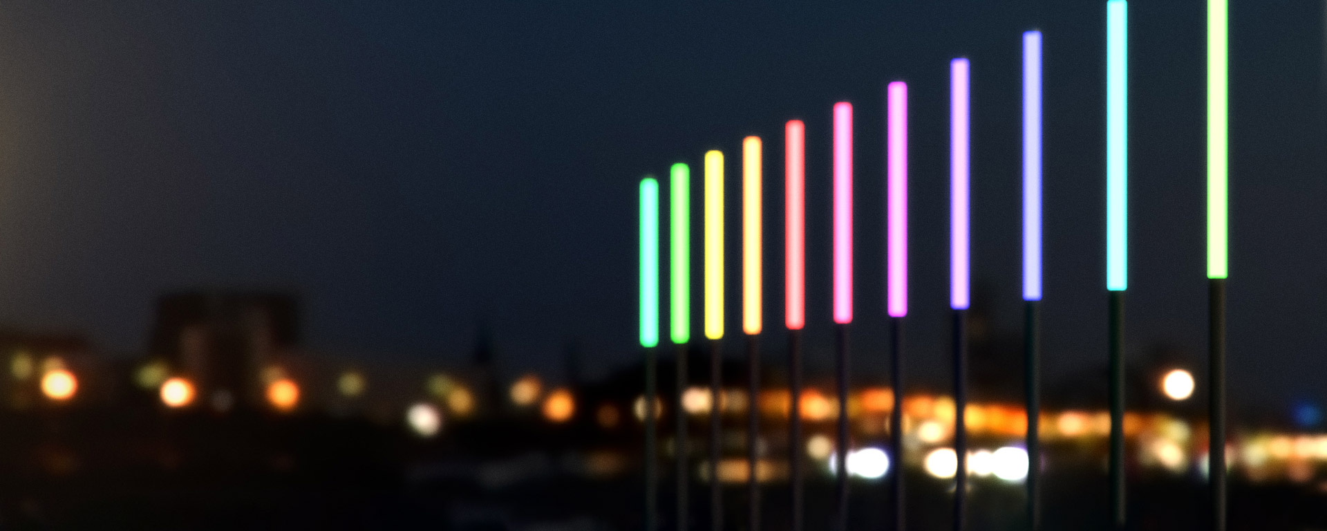 Lonsdale is an RGB pole-top column luminaire that offers a range of dynamic colours enabling the user to create colourful sequences out of a 16.58 million colour range.