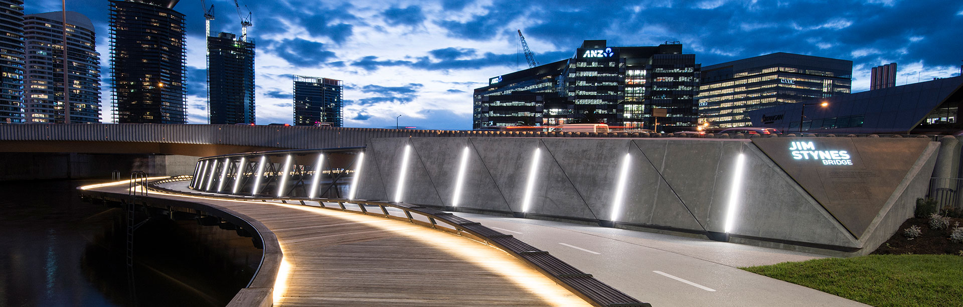 Primofeatures 240mm divisible length segments, allowing you to customise the ideal length for your cove lighting project. Primo features onboard dimming and thermal management.
