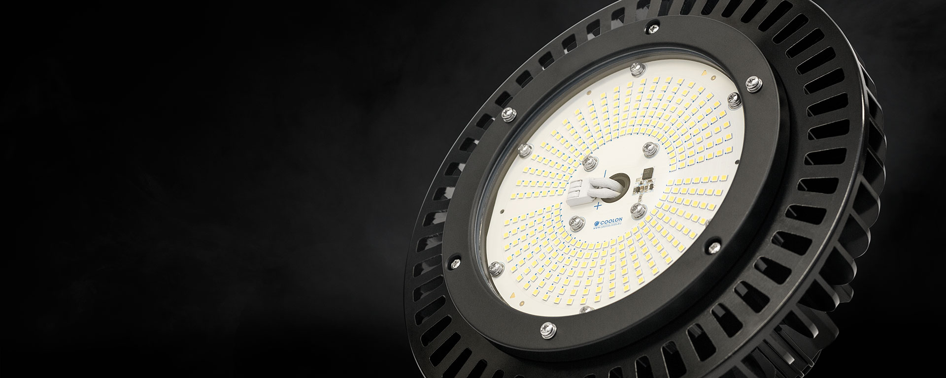 The AZIZ LIGHT™ is an extremely robust industrial LED high bay luminaire that has superiorperformance due to its tempered glass lens and cold-forged pure aluminium body.Perfect for theprocessing plant and warehouse applications.