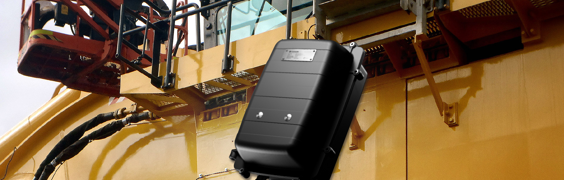 The Extra Low Voltage Emergency Power Pack provides backup battery power to compatible Coolon industrial lights to continue operating in emergency mode in the event of a machine power failure.
