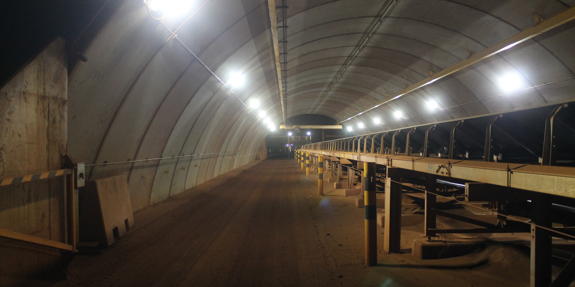 TNR LED Tunnel Ray in application, installed on a conveyor in a tunnel